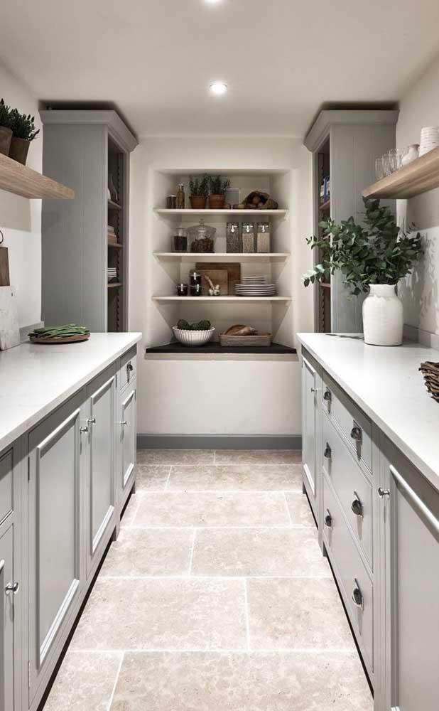 cozinha com piso de pedra