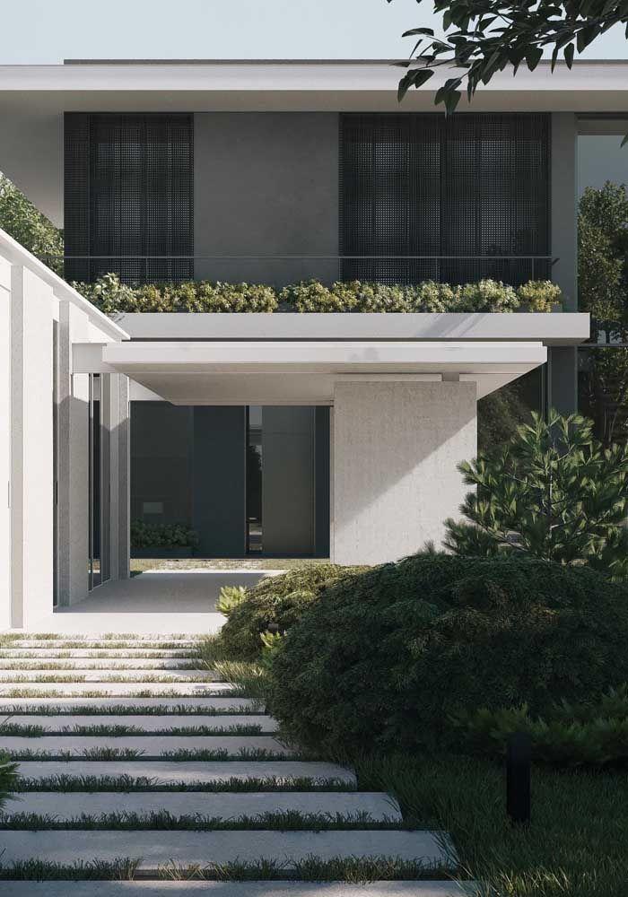 residencia moderna cinza com platibanda