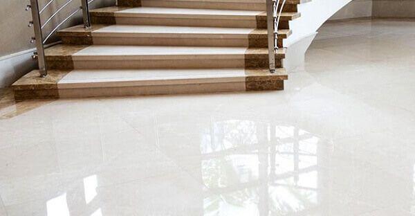 piso polido branco