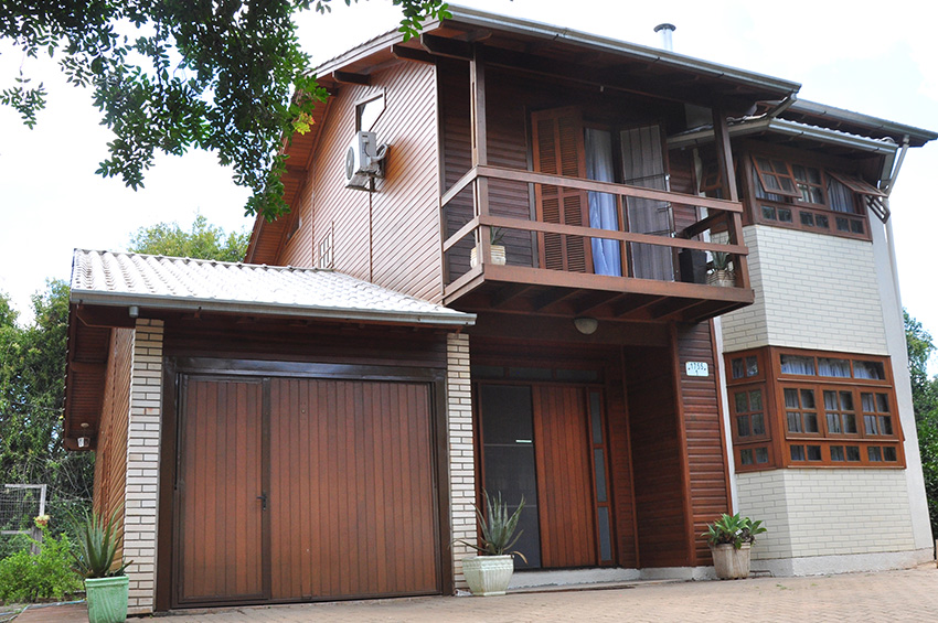 fachada madeira e alvenaria