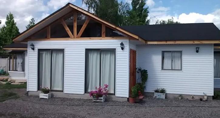 casa de madeira branca