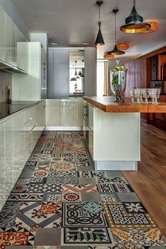 madeira e piso colorido