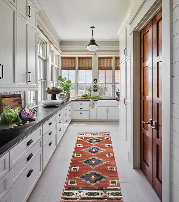 cozinha com faixa colorida