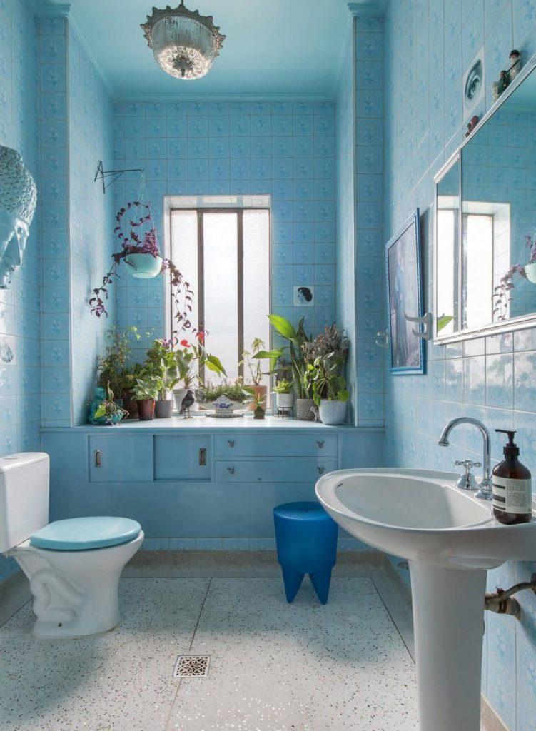 banheiro clássico azul