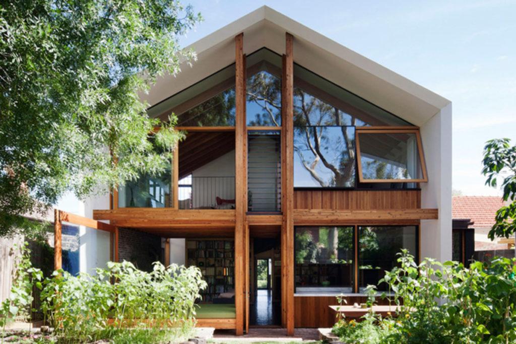 vidro, madeira e alvenaria