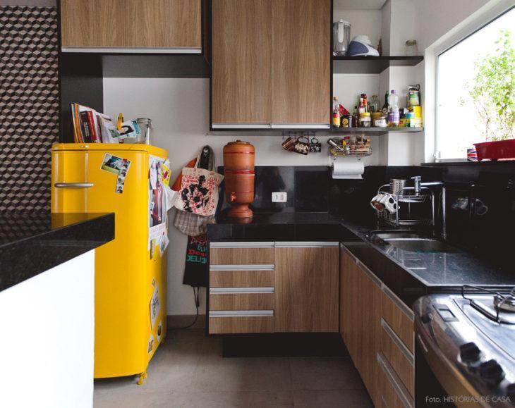 cozinha com geladeira pintada