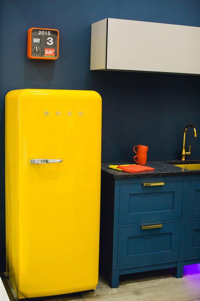 geladeira antiga pintada