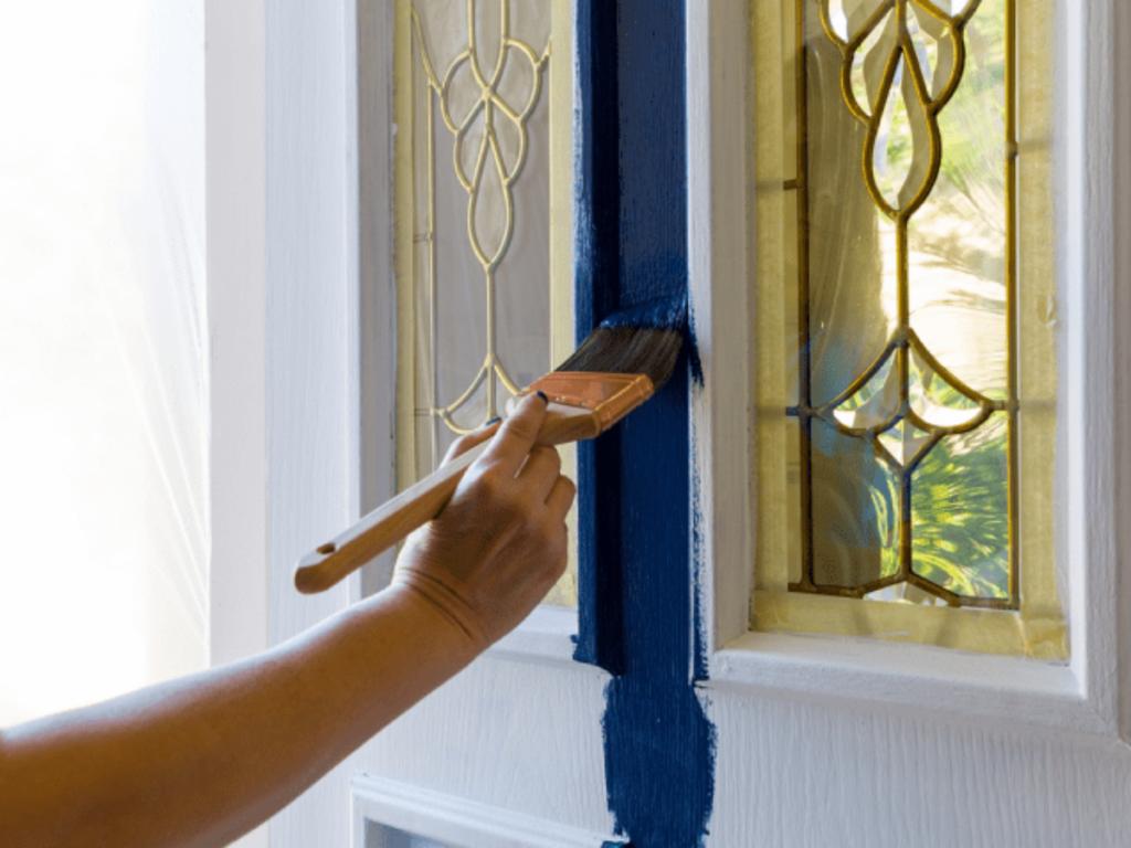 Como pintar porta de madeira
