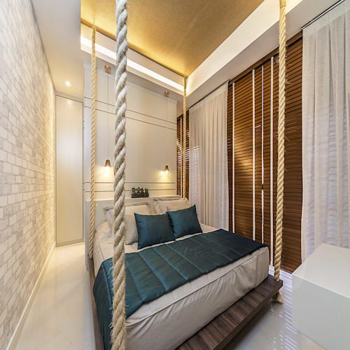 quarto pequeno com cama de casal