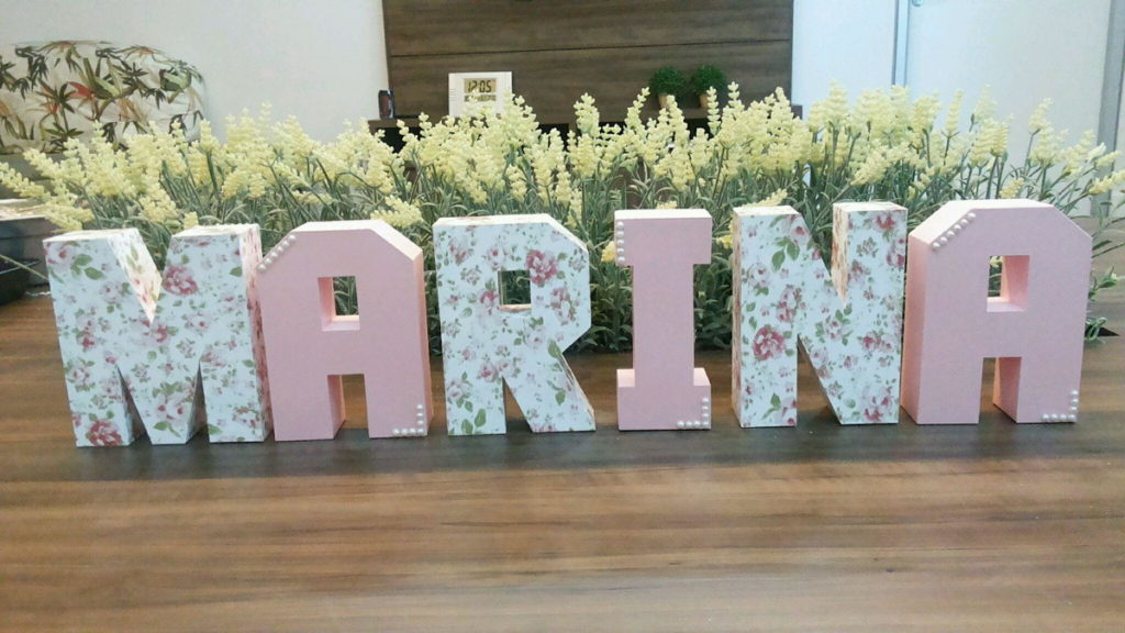 nomes com letras decorativas