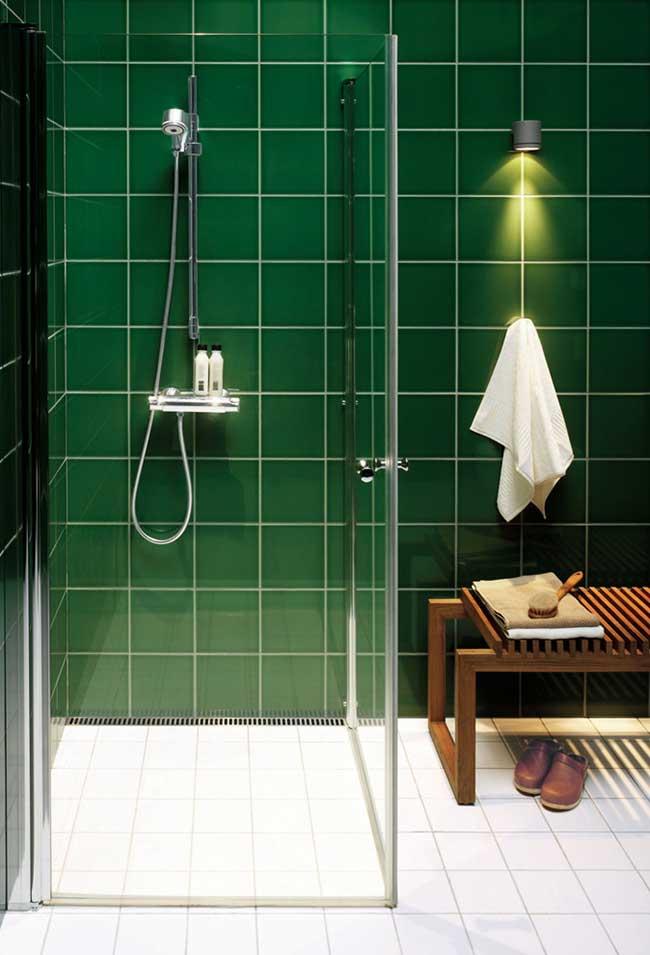 banheiro em tom de verde tinta para azulejo