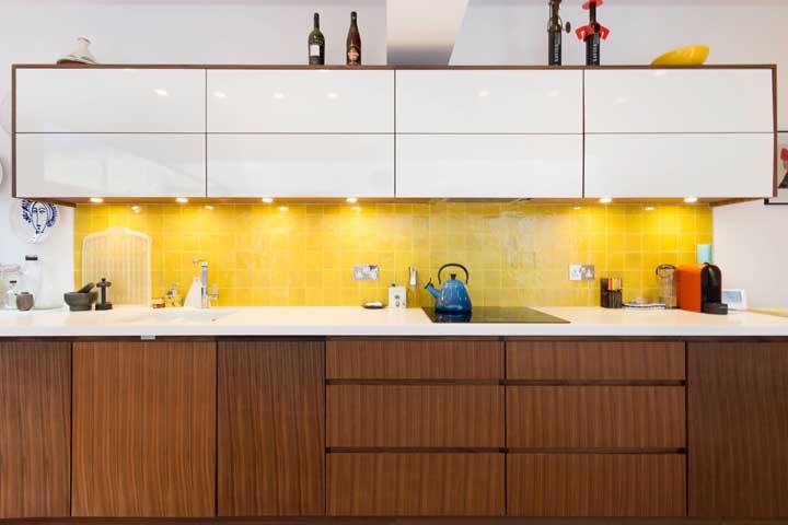revestimento amarelo na cozinha