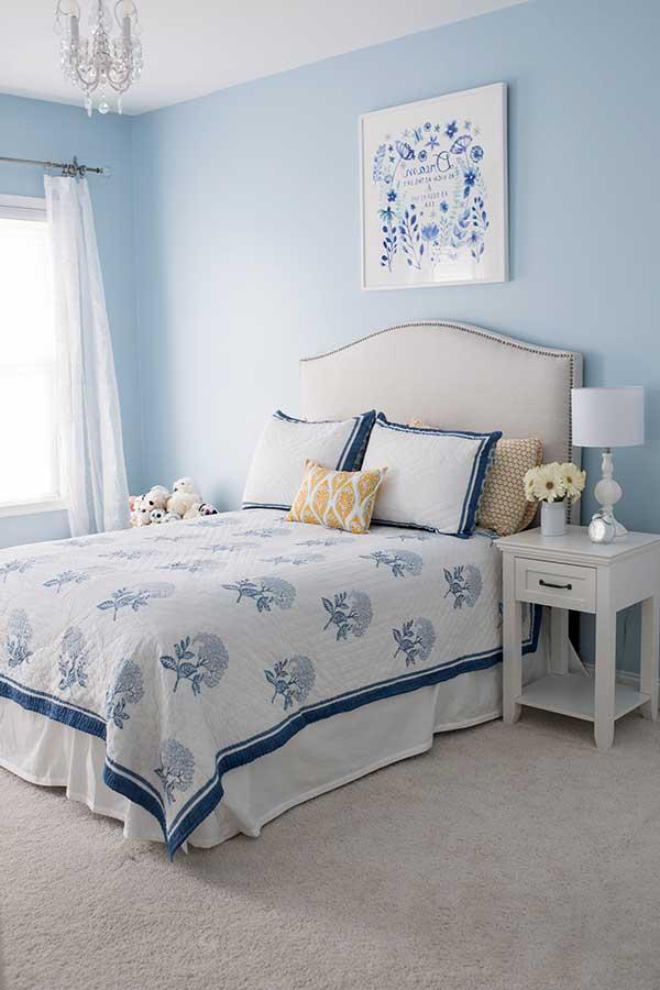 quarto azul claro