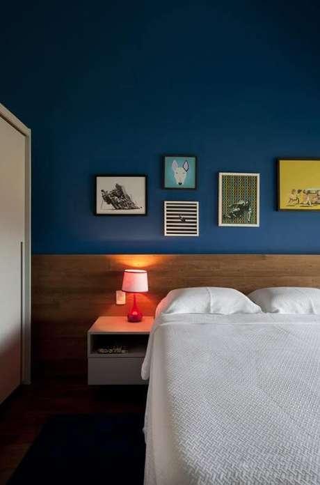 azul e madeira