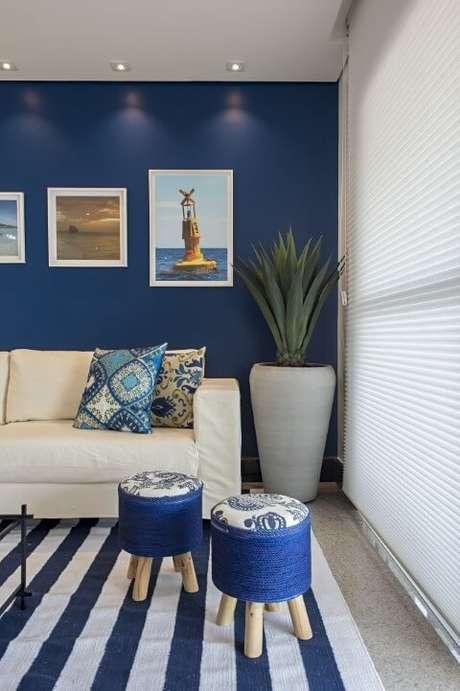 tapete listrado bege e azul