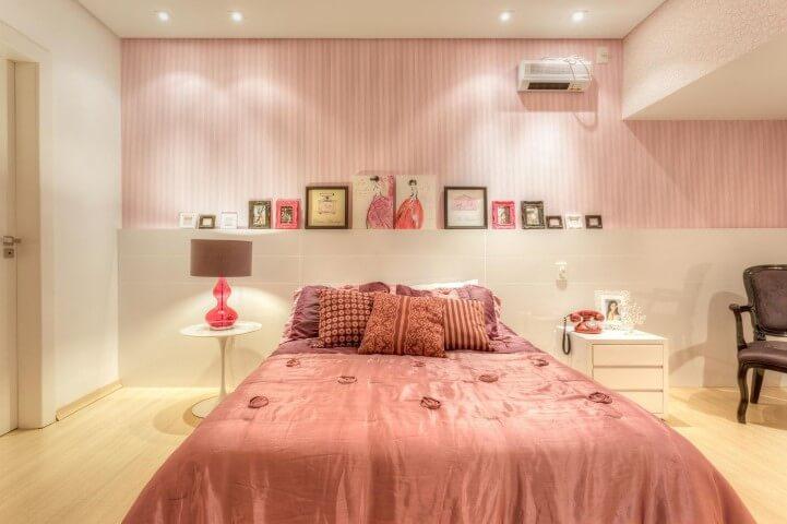 quarto jovem rosa