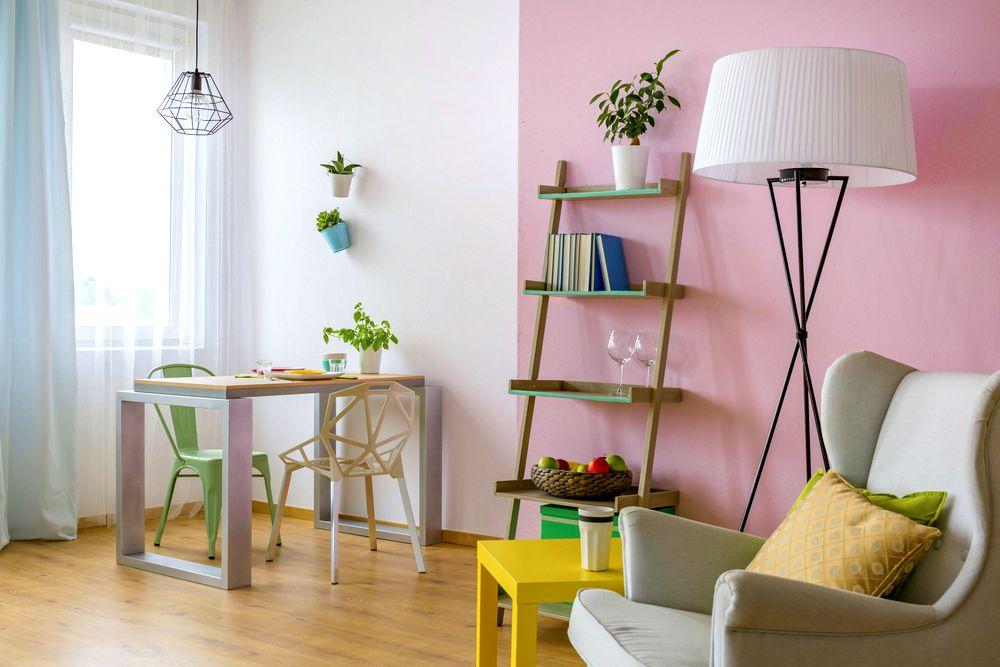 sala com decoração alegre
