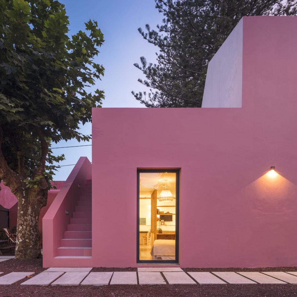 casa moderna rosa