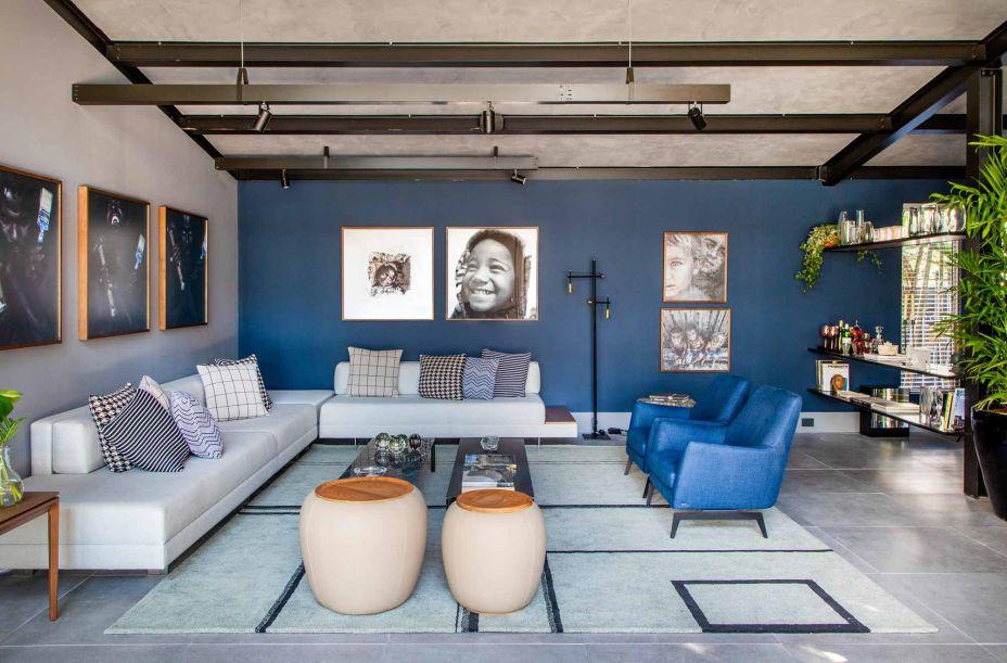 poltrona e parede azul