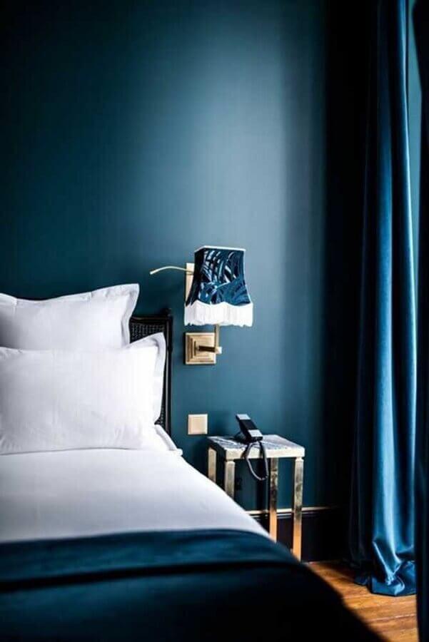 azul petróleo para quarto