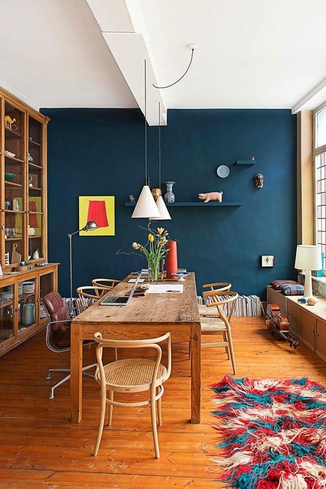 parede pintada de azul